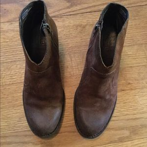 EEUC Born Brown suede ankle boots